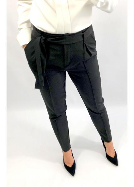 Spodnie z zakładkami