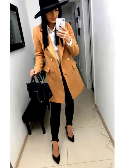 Oieplany płaszcz ze złotymi guzikami b