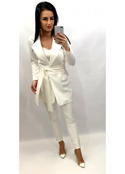 Klasyczny garnitur damski z wiązaniem